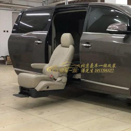 豪车一族改装福特途睿欧福祉座椅行动不方便人士专用