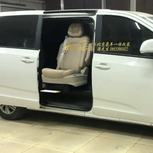 豪车一族改装别克GL8福祉座椅旋转升降座椅效果