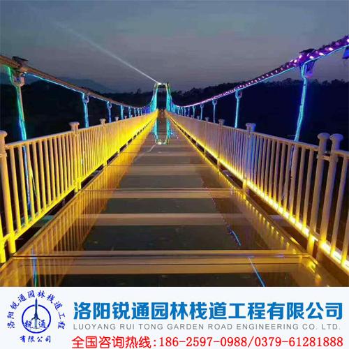 景区玻璃吊桥安装晃动是否有危险-洛阳锐通园林栈道公司