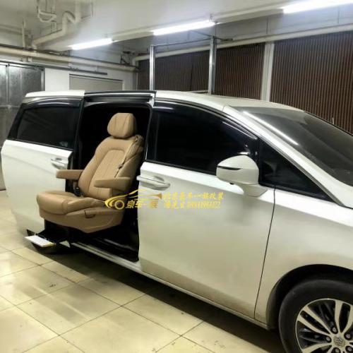豪车一族改装别克GL8福祉座椅残疾人座椅销售公司