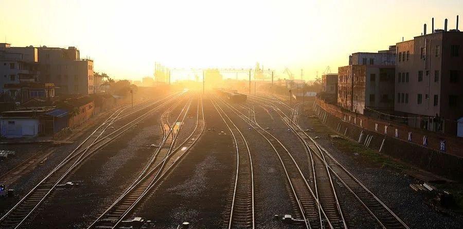 华北工控:无人机助力铁路巡检,开启智慧交通管控新时代