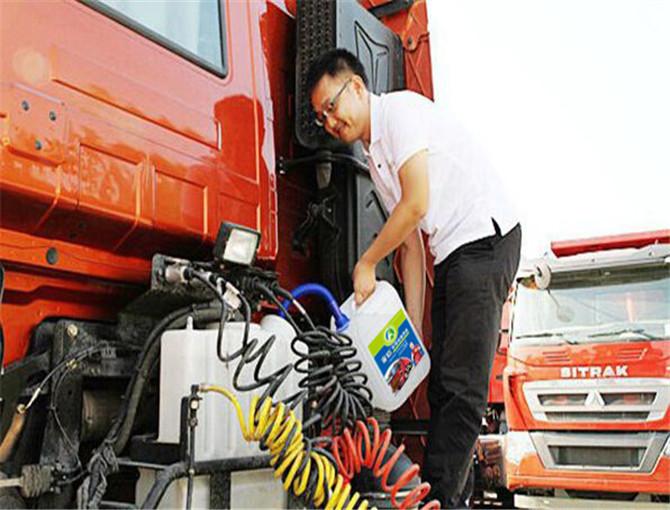 加注车用尿素货车到哪都不怕查,车用尿素已在全国大规模使用起来